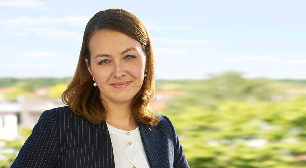 Elena Buller, Steuerfachangestellte